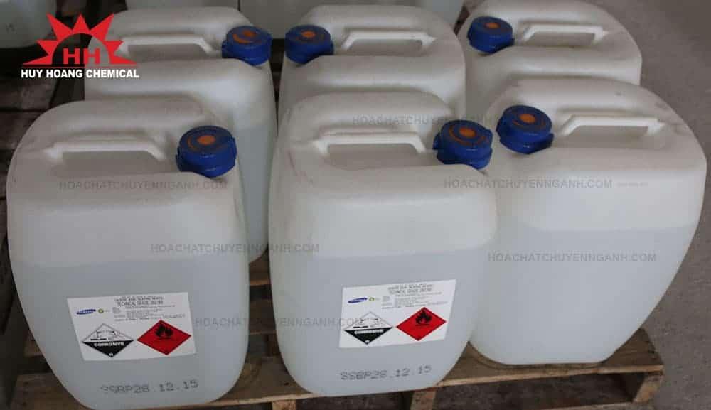 Acid Acetic CH3COOH 99.85% - Hàn Quốc xếp trên kệ hàng